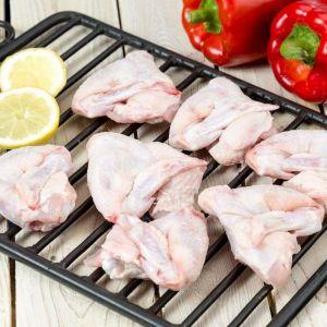 Alas de pollo frescas